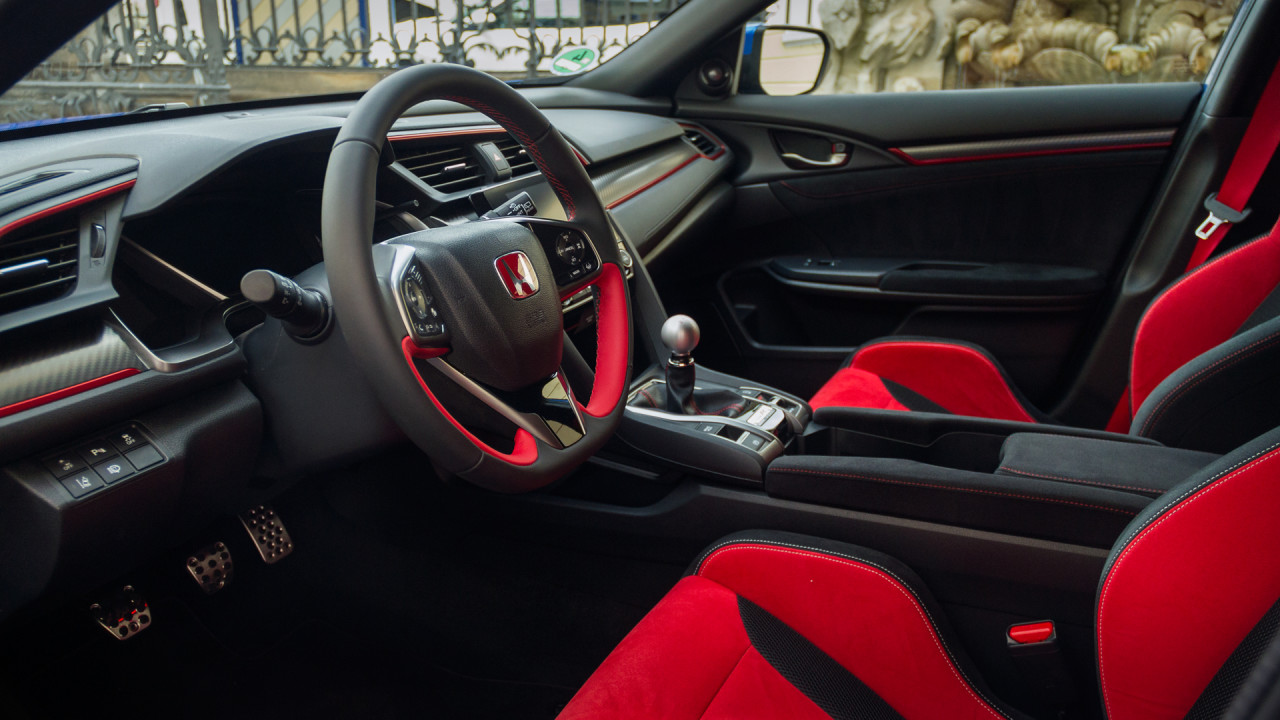 newmotoring behind the wheel of the 2017 honda civic type r. Black Bedroom Furniture Sets. Home Design Ideas