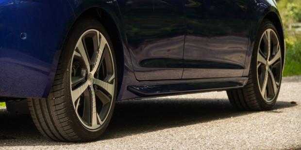 Peugeot-308-2017-Wheels