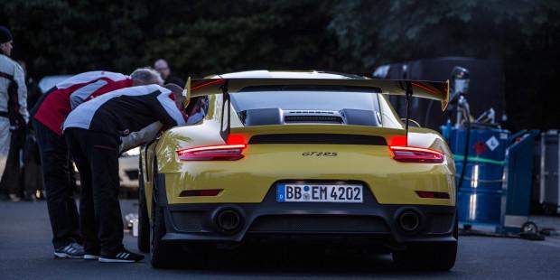 Porsche-911-GT2-RS-Nurburgring-2017