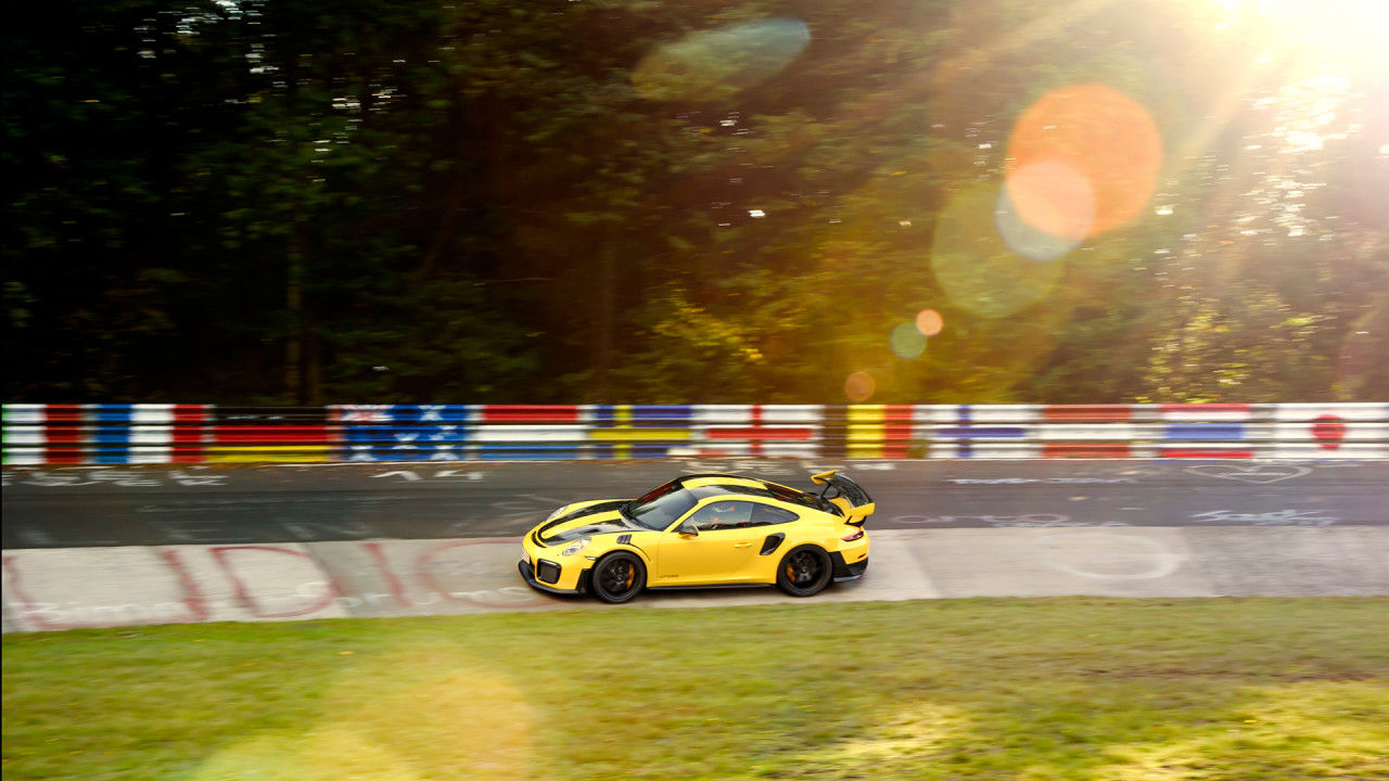 Porsche-911-GT2-RS-Nurburgring-Video