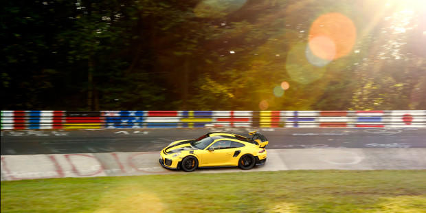 Porsche-911-GT2-RS-Nurburgring-Video